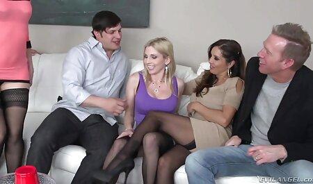 Orgía intercambio de parejas faking anal al aire libre con dos putas milf