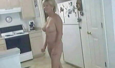 Esposa alta de piernas largas toma la polla fakings completos de su marido duro