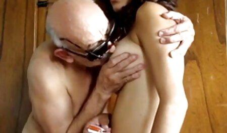 La milf inglesa Classy Filth desliza un consolador dentro y videos completos de fakings gratis fuera
